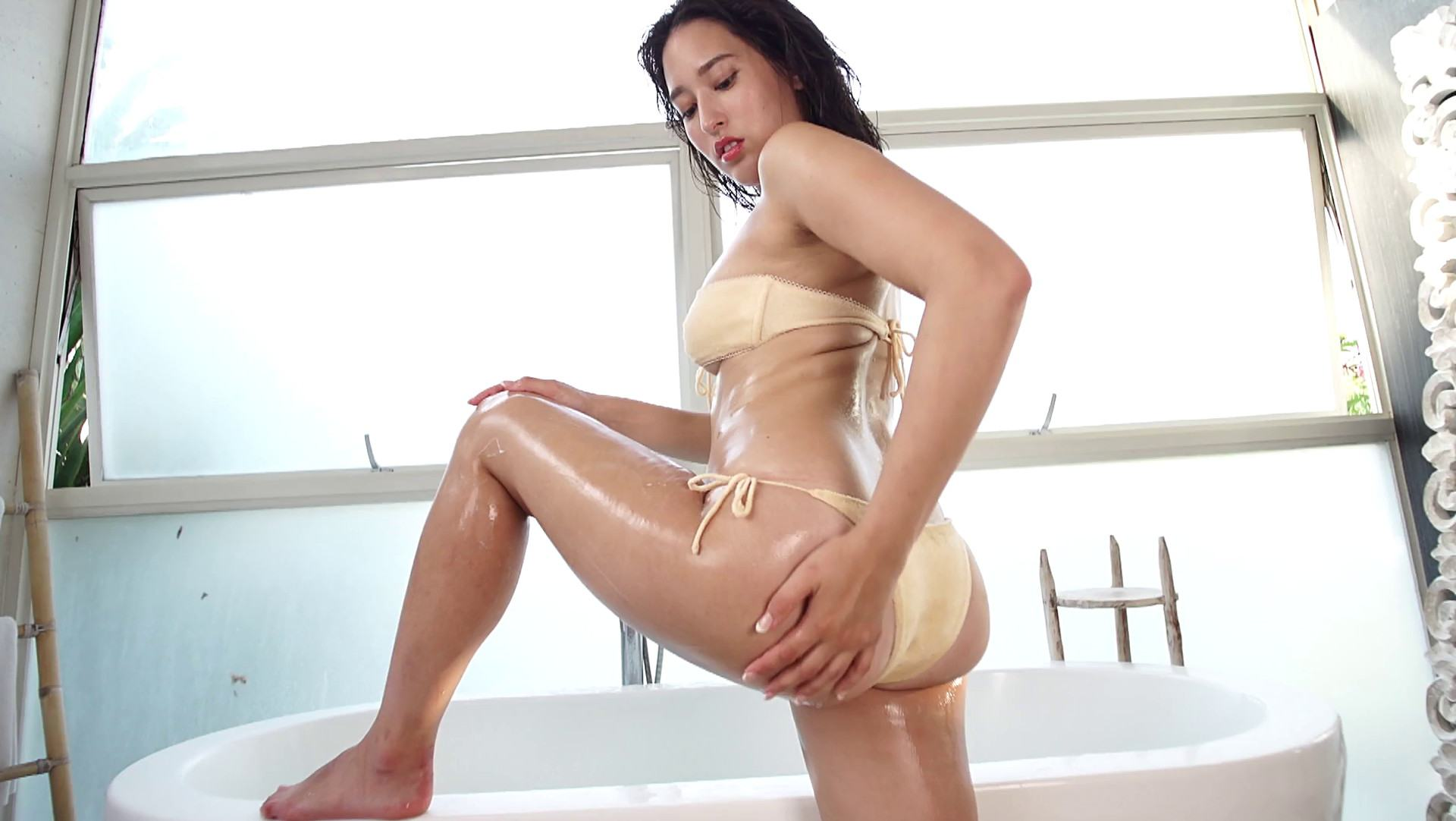 Rina Hirata bikini pics