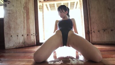Mari Oguri swimsuit pics
