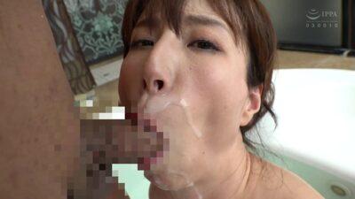 Japanese mature Reiko Sawamura blowjob pics