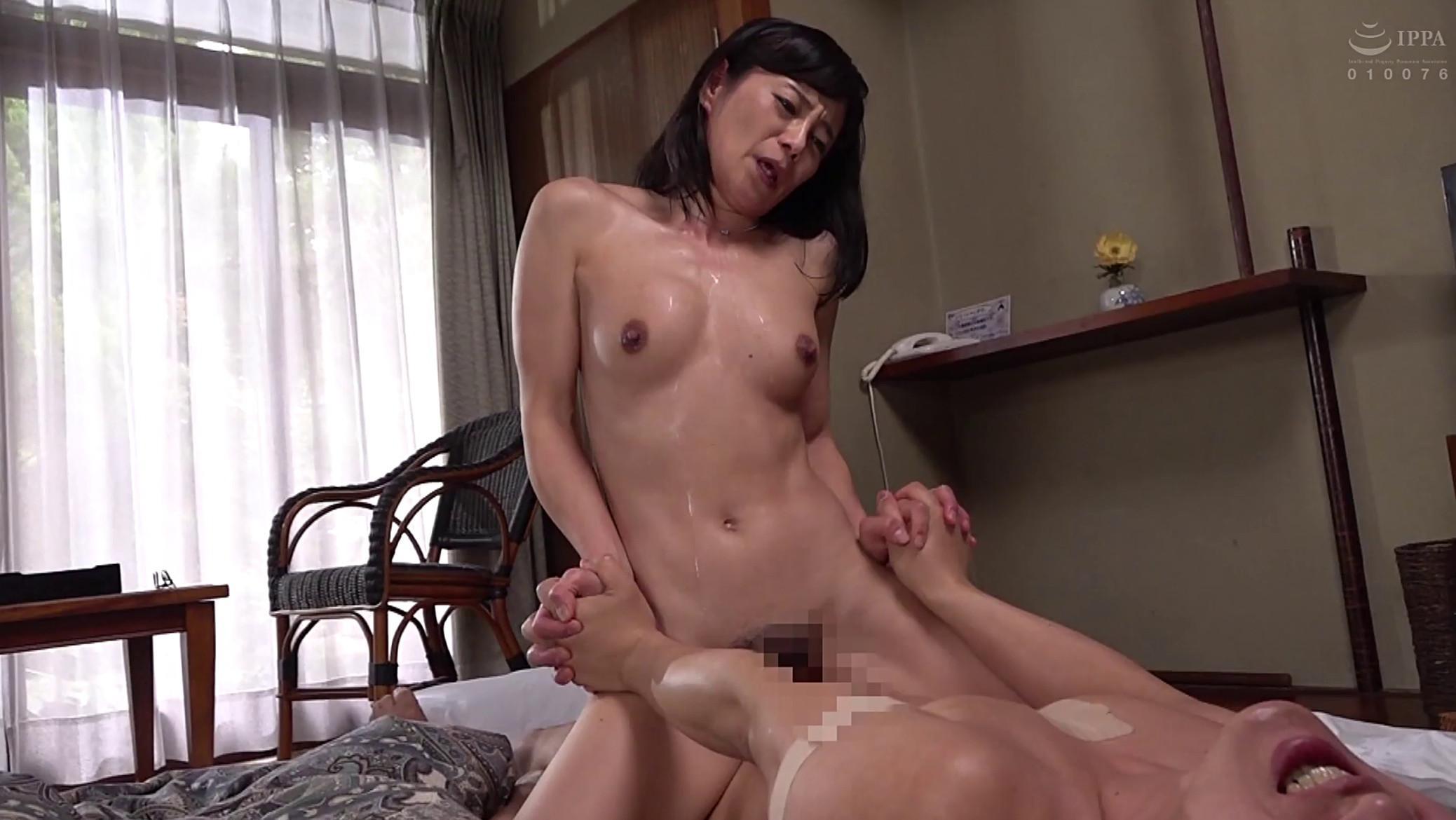 Japanese mature Rieko Hiraoka cowgirl sex pics