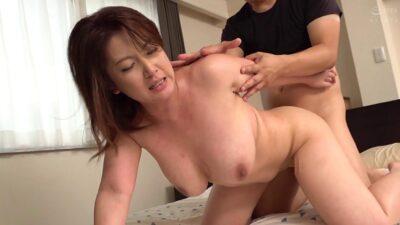 Japanese milf Chitose Shinohara doggy style sex pics