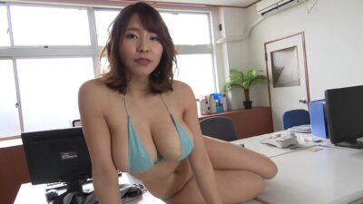 Yui Natsuki sky blue bikini pics