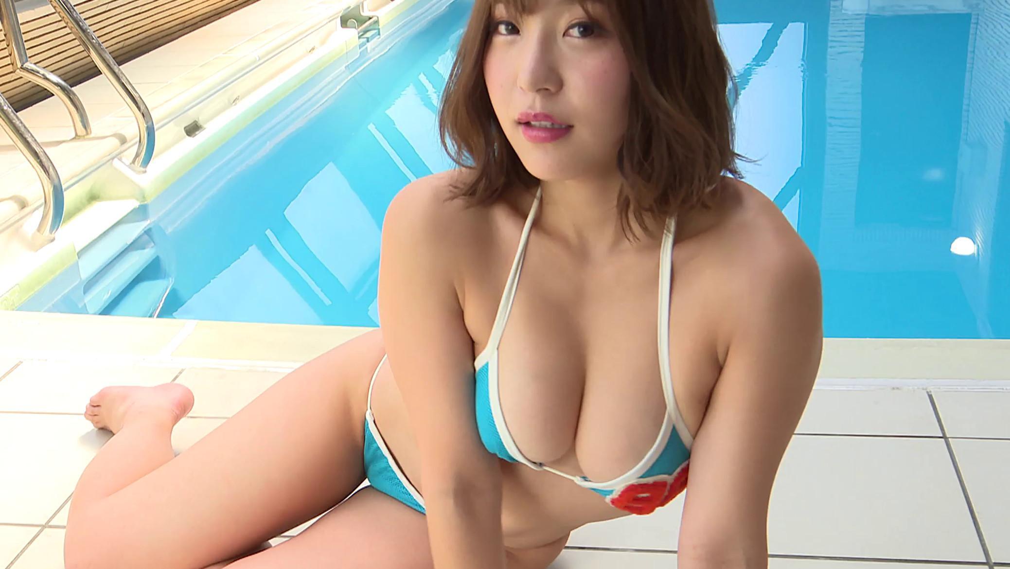 COCO's blue bikini sexy pics