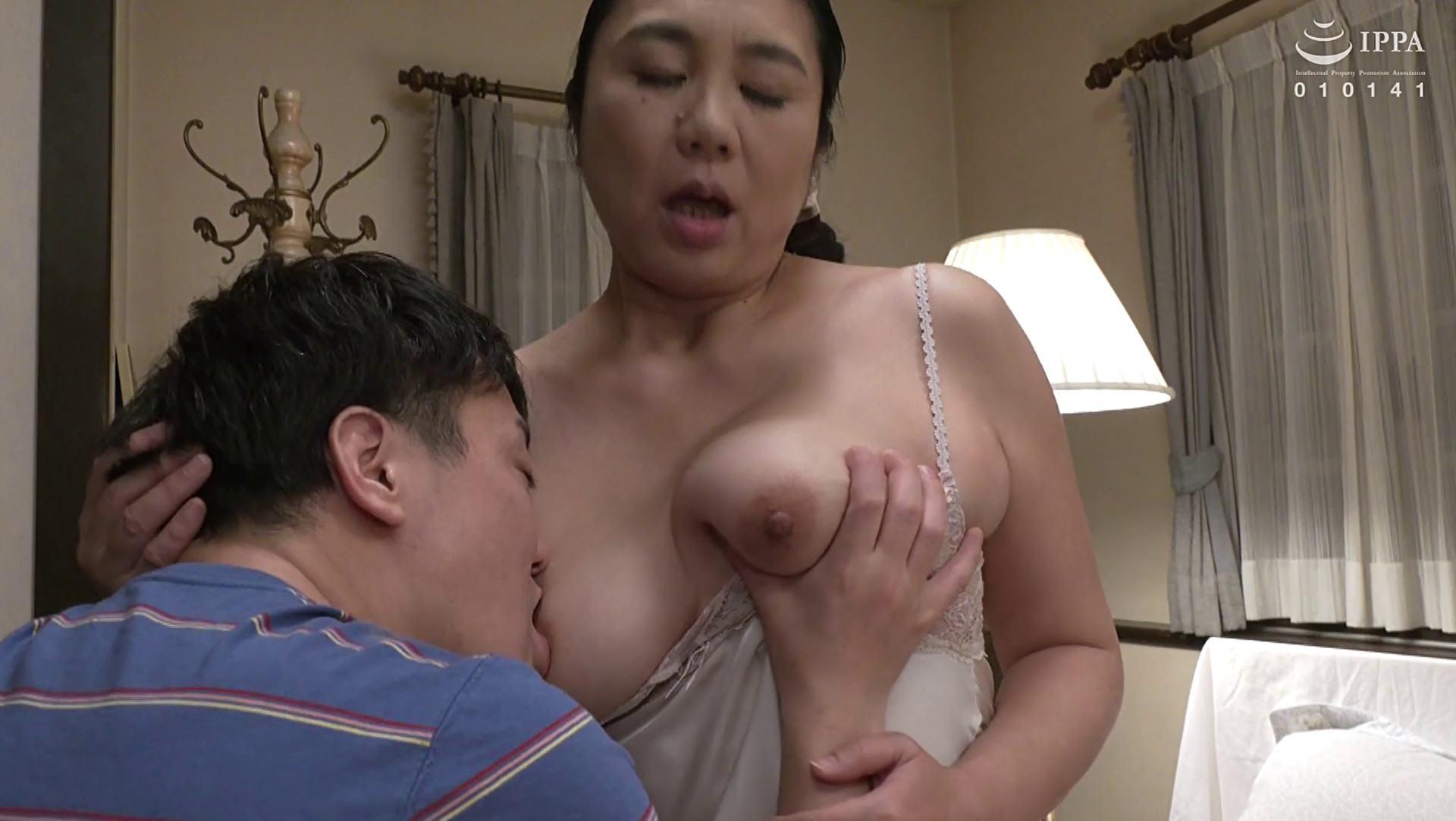 Japanese mature Seiko Nagata's nice boobs pics