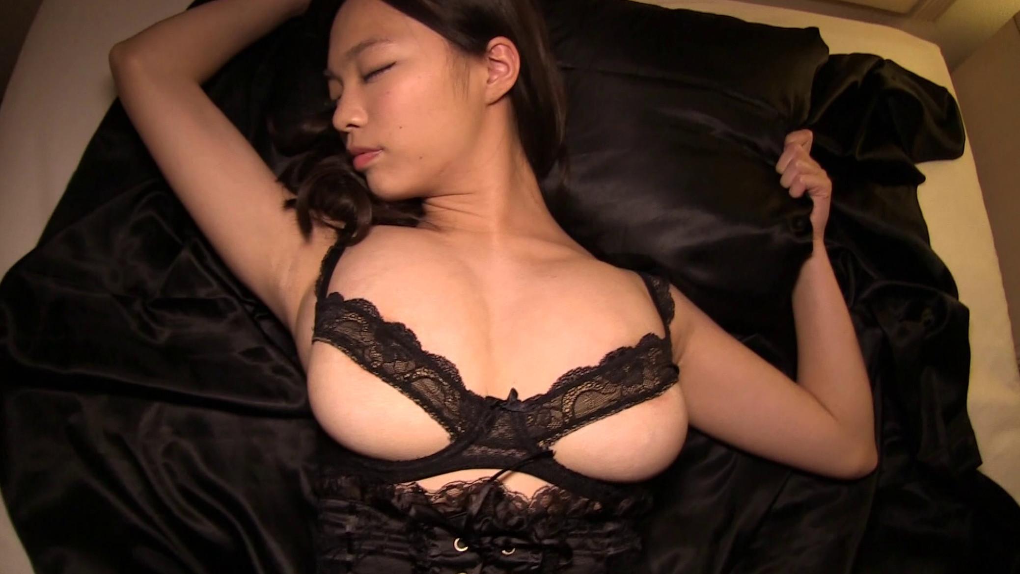 Mio Takaba's sexy lingerie pics