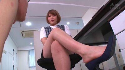 Japanese girl's Leg Fetish porn pics