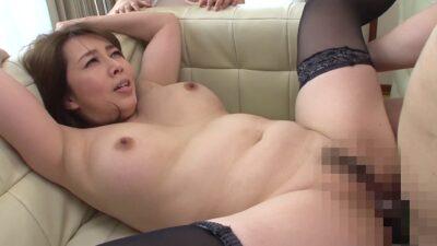 Pics of Japanese mature Yumi Kazama doing missionary sex