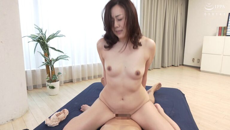 Image of Japanese 50s mature Kazumi Nakagishi doing cowgirl sex