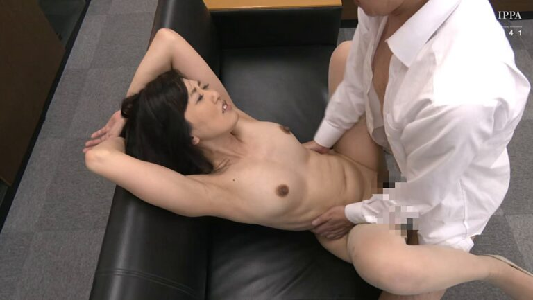 Porn pics of Japanese mature Ryo Fukutomi having sex with missionary position