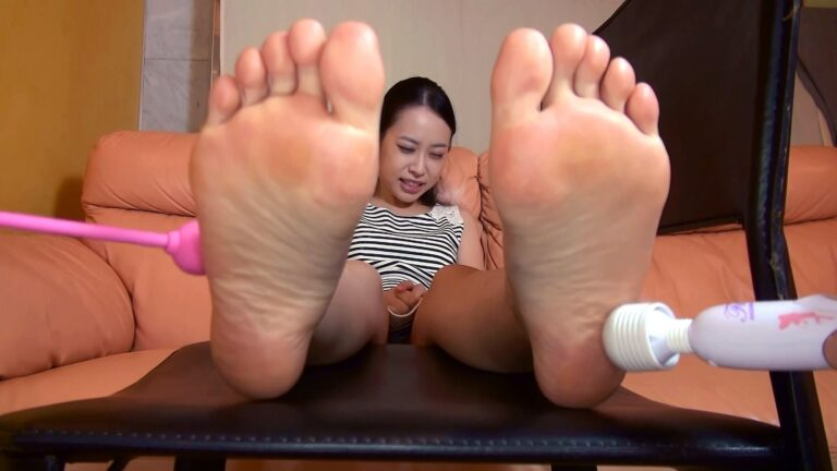 Pics of Japanese woman showing soles