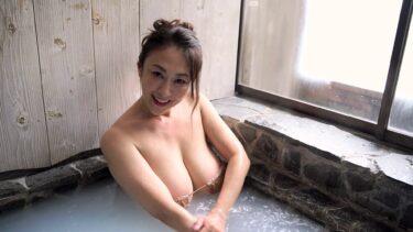 Sexy pics of Japanese gravure idol Yuka Sawachi in a onsen