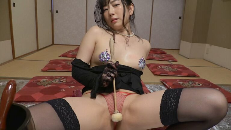 Porn pics of Japanese gravure idol Kei Kato doing a sexy pose