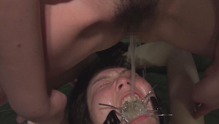 Porn pics of Japanese lesbians face sitting and drinking piss