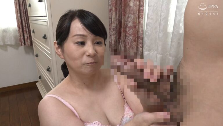 Porn pics of Japanese mature Izumi Tabuchi giving handjob