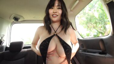 Sexy pics of Japanese gravure idol Ichika Miri wearing a sexy swimsuit in the car