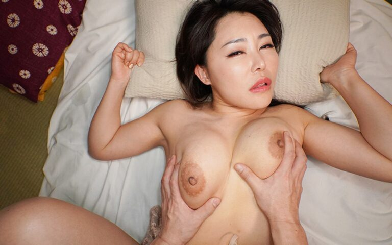 Porn pics of Japanese mature woman Minori fucking in missionary position