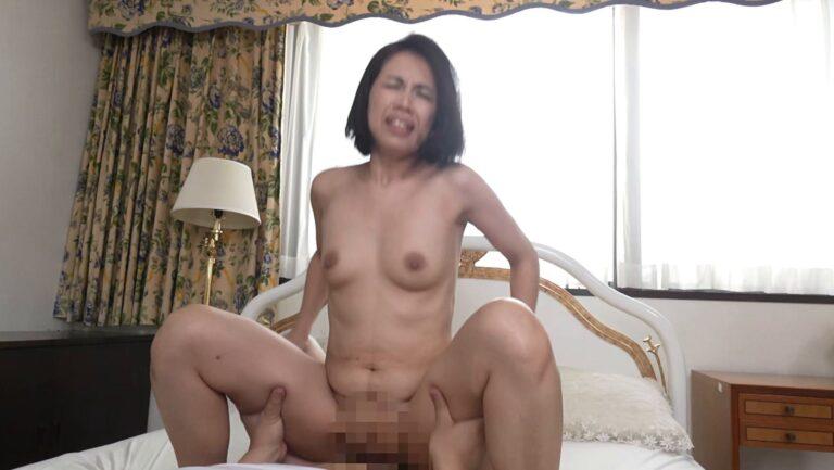 Porn pics of Japanese mature woman Yurik Fujitani fucking in cowgirl