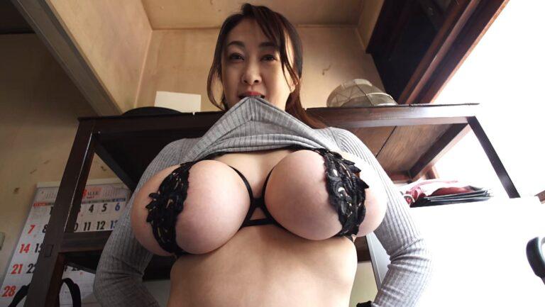 Sexy pics of Japanese mature gravure idol Yuka Sawachi showing off her amazing big tits