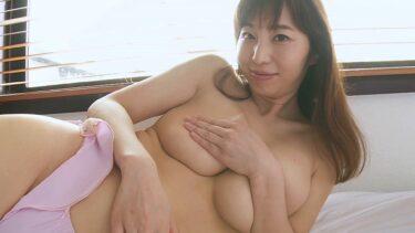 Sexy pics of Japanese gravure idol Misumi Shiochi handbra