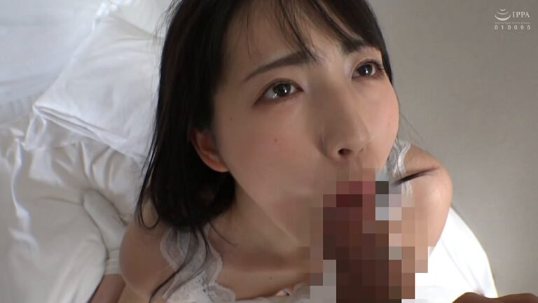 Porn pics of a married woman who picked up in Shinjuku is giving a blowjob