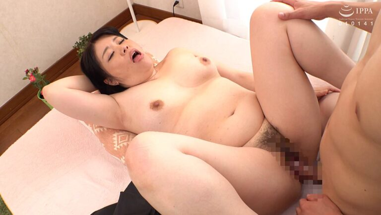 Porn pics of Japanese mature woman Naomi Miura having sex in missionary position